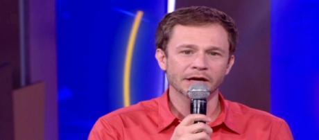 'É fake news', diz Tiago Leifert a respeito de boato sobre o retorno da Casa de Vidro. (Foto/Reprodução/TV Globo)