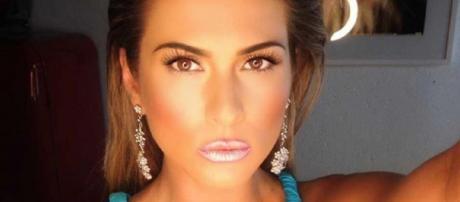 Livia Andrade se irrita com acusações na web (Reprodução Instagram oficial)