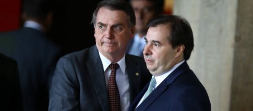 O presidente Bolsonaro entrega o projeto da reforma da previdência a Rodrigo Maia (Foto: Reprodução)