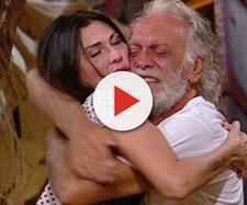 Riccardo Fogli abbraccia la moglie
