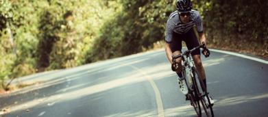 5 allenamenti in bicicletta che aumentano la potenza e la resistenza