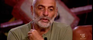 L'Isola dei famosi, sospetti di Paolo Brosio contro la produzione: Soleil sarebbe favorita