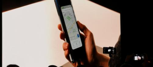 Samsung presenta il telefono con lo schermo pieghevole