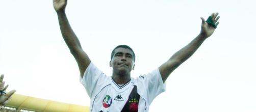 Vasco usou marca do SBT para provocar Globo (Foto: Reprodução/Youtube).