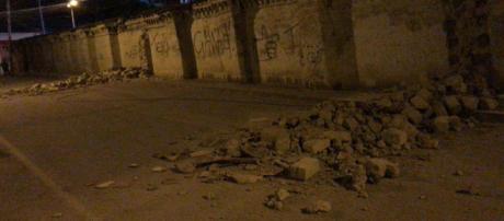 Terremoto di magnitudo 7.5 provoca il crollo di un muro in Ecuador