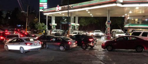 Conductores de CDMX lamentan alza de los precios de la gasolina. - irvingpineda.com