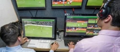 os 20 clubes aprovaram o uso do árbitro de vídeo (Divulgação/Fifa)