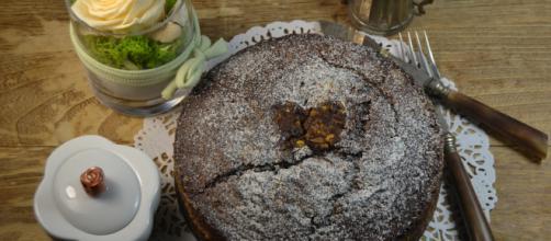 Torta con crema Lindt e cioccolato fondente