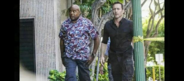 Alex O'Loughlin (R) stars and directs the 17th episode of Hawaii Five-O this week in a two-episode treat. [Image source:TViQ-YouTube]