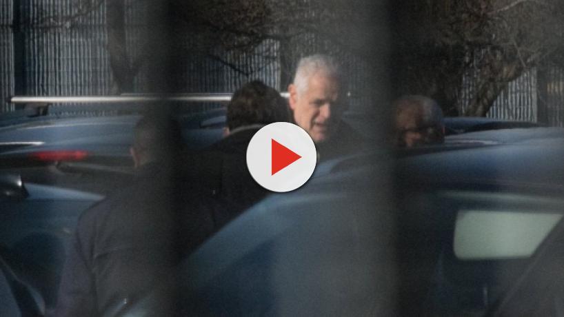 Formigoni, virale il video dell'ingresso in carcere, Crepet: 'Popolo vuole ghigliottina'