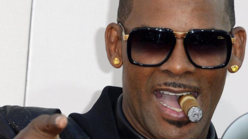 Usa, il rapper R. Kelly si consegna alla polizia: è accusato di abusi su minori