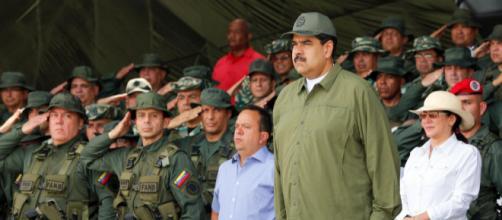 Base do Exército da Venezuela é atacada por manifestantes - (Imagem: Presidência da Venezuela/Divulgação)