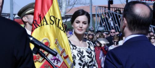 "La Reina Letizia entrega la bandera al Rgto. ""Napoles"" 4º de Paracaidistas"
