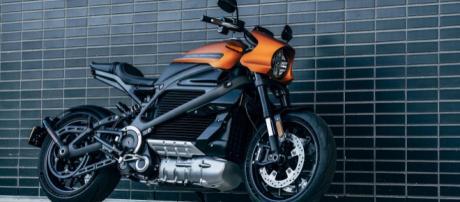 Harley-Davidson LiveWire is a lustworthy sporty electric ... - cnet.com