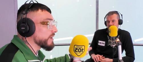 Gué Pequeno e Max Brigante durante l'intervista.