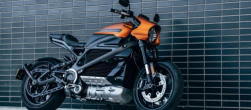Harley-Davidson LiveWire is a lustworthy sporty electric ... - cnet.com