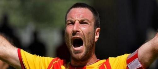 Il difensore Lucioni del Lecce. Foto - vocedistrada.it