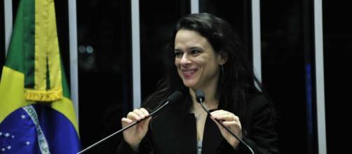 Janaína Paschoal pede que PGR abra inquérito sobre chantagens ditas por Gilmar Mendes - (Foto: Reprodução / Agência Senado)