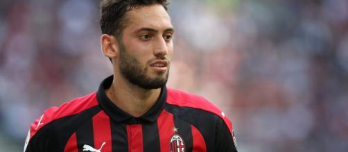 Lazio-Milan, Hakan Calhanoglu verso l'esclusione per motivi familiari