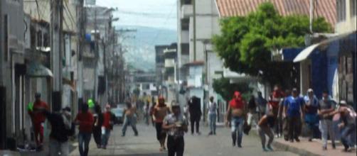 Colectivos Amedrantando contra el pueblo de San antonio del Táchira Venezuela