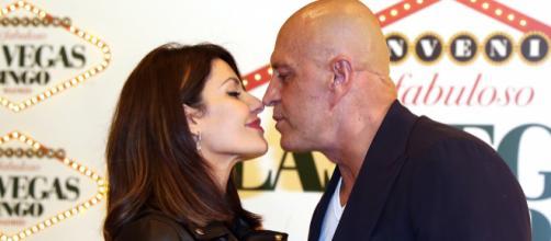 Cristina Pujol y Kiko Matamoros posando juntos en un evento