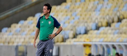 Diniz defende Yony Gonzalez e praticamente garante titularidade a Caio Henrique (Foto: Lucas Merçon/ Divulgação/Fluminense)