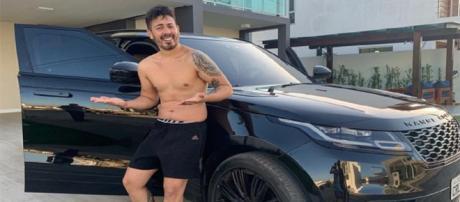 Carlinhos Maia e seu novo carro (Foto: Instagram)