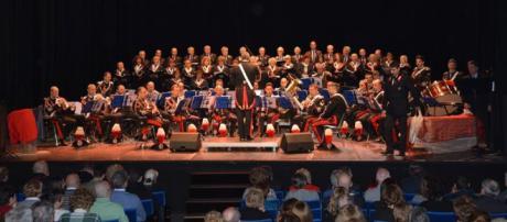 Il coro Voci d'Argento dell'Anc Milano Porta Magenta in occasione di un'esibizione con la fanfara del 3' Reggimento Carabinieri Lombardia.