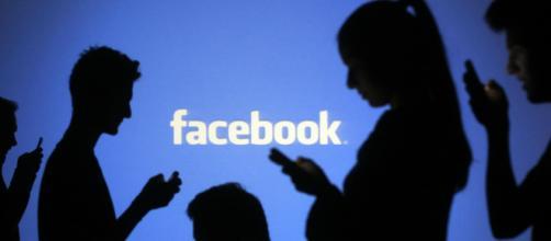 Facebook: i moderatori costantemente soggetti ad immagini, video e commenti traumatici si ammalano.
