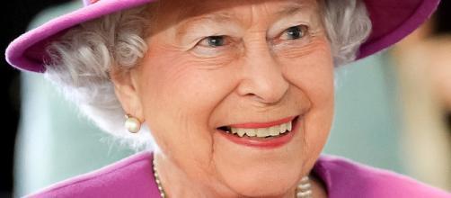 Regina Elisabetta 2 vestito rosa petunia