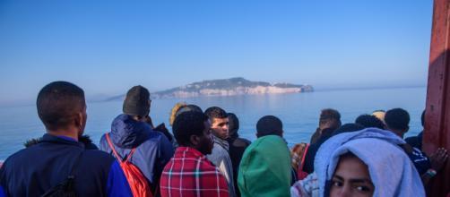 Riprendono gli sbarchi, in 72 ore salvati 1.400 migranti nel ... - gds.it