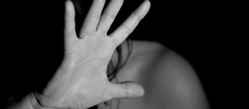 Australia, uomo adulto violentò 15enne: la madre era consenziente