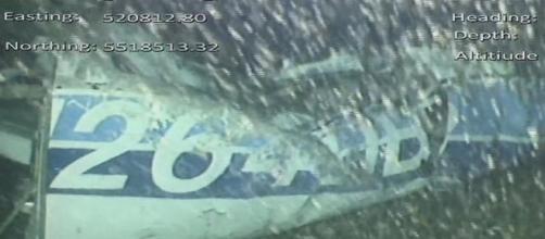 Corpo é encontrado em destroços do avião onde Sala era transportado. Foto: Reprodução/ Twitter/ AAIB