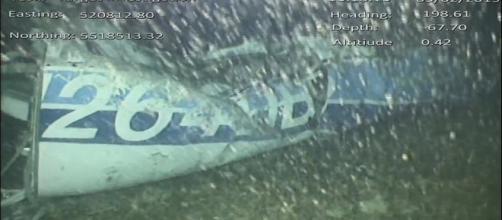 Destroços do avião fora encontrados no fundo do mar (Crédito: Divulgação / AAIB).