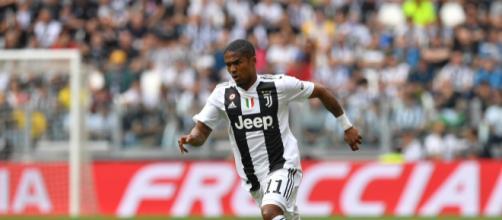 Juventus, incidente stradale per Douglas Costa