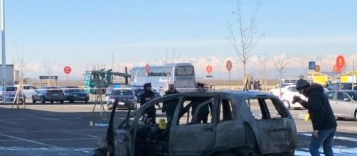 Vercelli, ha speronato l'auto dell'ex e le ha dato fuoco, poi si è costituito. Gravemente ustionata la donna.