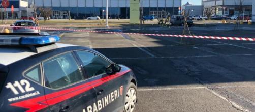 Vercelli, uomo sperona l'auto della ex e le da fuoco: la donna è gravissima in ospedale