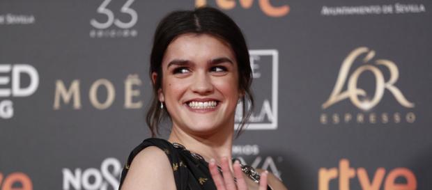 Amaia es una estrella en la alfombra roja y en el escenario de los Goya