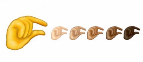 """Novo emoji """"Pinching Hand"""" (Imagem: Reprodução/Her.ie)"""