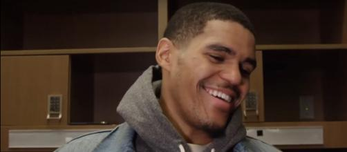 Tobias Harris signs with the 76ers. [Image source: MLG Highlights/YouTube]