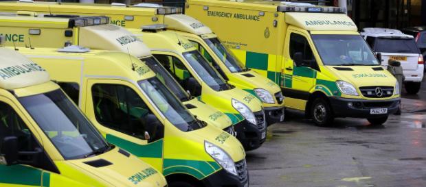 UK, chiamano l'ambulanza per tre volte ma il caso non viene ritenuto urgente: bimbo di 3 anni muore per blocco intestinale