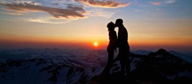 Oroscopo del giorno 15 febbraio: magnifico venerdì per Capricorno e Pesci, Sagittario giù