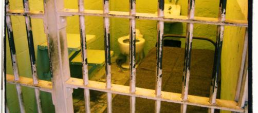 L'uomo si è tolto la vita in una cella del carcere.