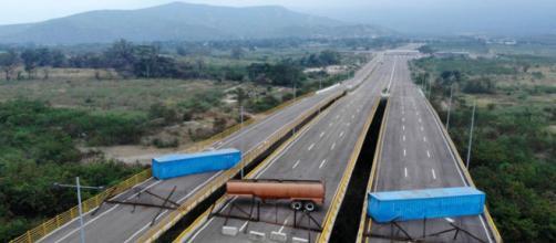 Maduro impide paso de ayuda humanitaria a Venezuela. - venezuelaaldia.com