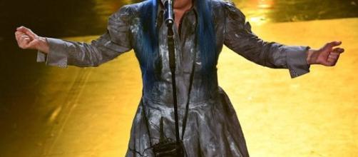 Sanremo, Loredana Berté porta gli auricolari nella borsetta