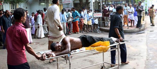 Licor alterado mata al menos 39 en La India.