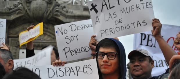 """Manifestación """"Veladoras por la libertad de prensa"""", Ciudad de México."""
