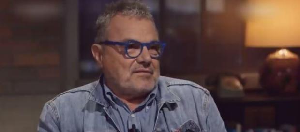 Oliviero Toscani non le manda a dire al governo (Ph. Youtube)