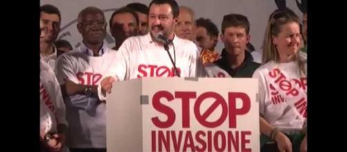 Sbarchi di migranti clandestini in netto calo, Salvini esulta