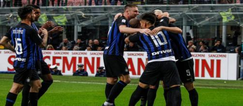 L'Inter batte la Spal e si porta a meno uno dal Milan